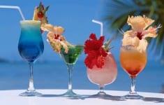 Cocktail-drinks-beach-summer