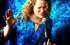 julie-black-singer-sing