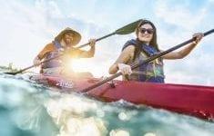 sports-kayak-couples